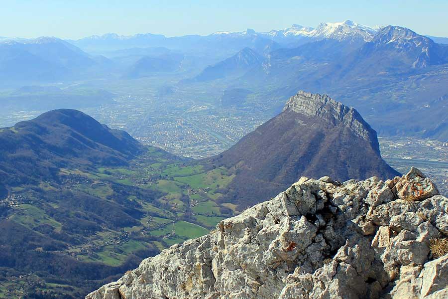 Sud de la Chartreuse vue de La Pinéa Le Néron, le Vercors et Grenoble