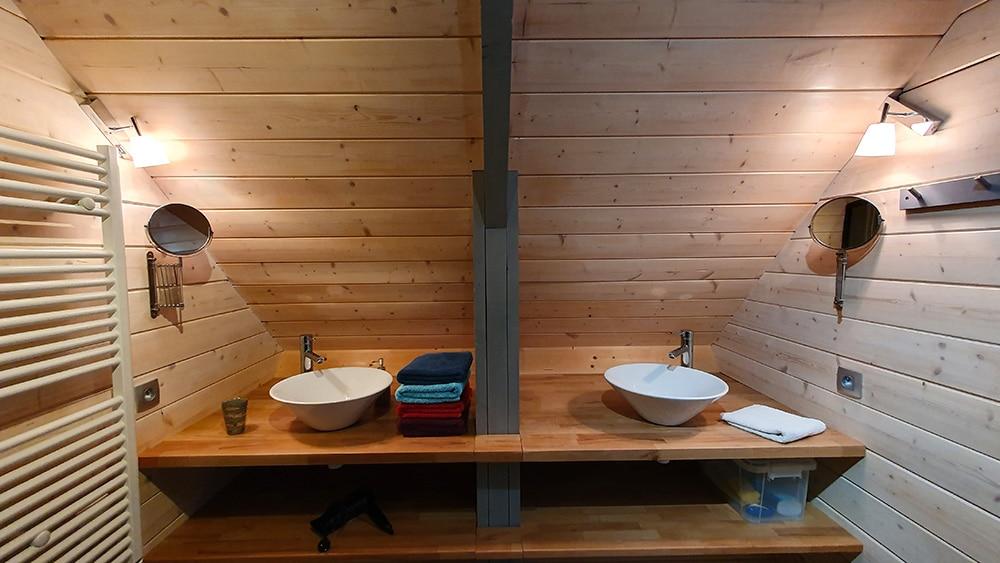 La salle d'eau du Chalet Le Frenola en Chartreuse